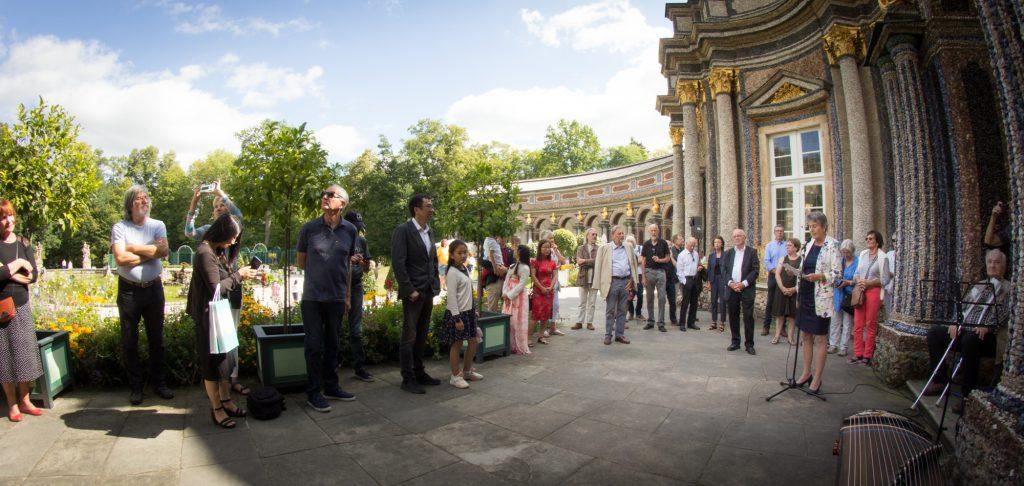 Oberbürgermeisterin Brigitte Merk-Erbe begrüßte die Anwesenden bei bestem Wetter in der Eremitage.